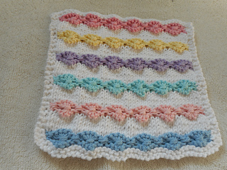 Ravelry: Flowers in a Row Dishcloth pattern by Louise Sarrazin