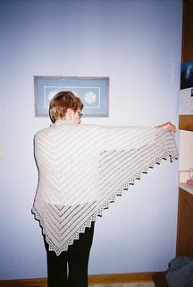 Van_dyke_chevron_shawl_small2