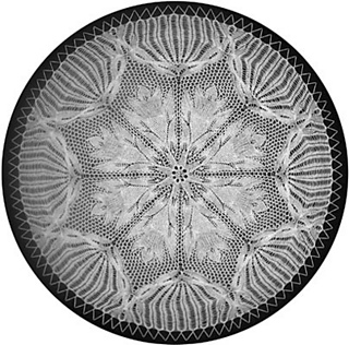 Frau-und-mutter-round-doily-with-cables-e-junkie-listing_small2