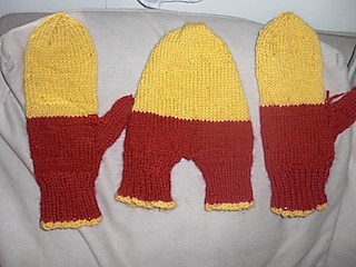 Knitting Pattern For Hand Holding Mittens : Ravelry: Holding Hands Mittens pattern by Lion Brand Yarn