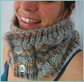 Chunkymo_buttoncowl2_small2