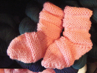 Baby_bootees_on_2_needles_small2