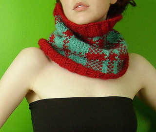 Red_blue_plaid_cowl_angled_medium_small2