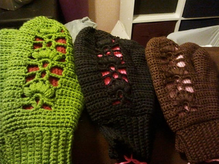 Crocheted_mittens_small2