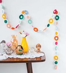 Crochet_home_-_polka_dot_streamer_beauty_image_small