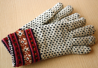 Gloves_from_muhu_island_small2