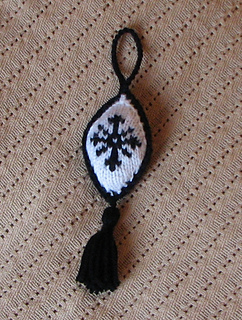Gothicyulepomanderhanging_small2