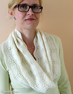 Feather_lace_cowl_1_c_small2