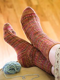 Herringbone-rib-socks_kristi-schueler_cropped_small2