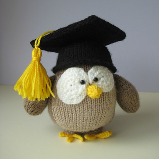 Owl_in_mortarboard_0806_small2
