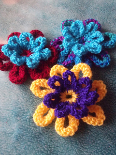 Ravelry: Knitted Flower for Beginners pattern by Julia King