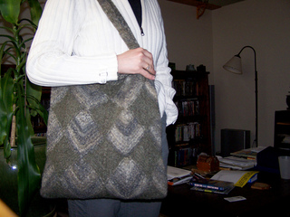 Felted_gray_tote_apr07_03_small2