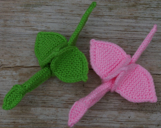 Green_and_pink_stackable_cranes_side_by_side_top_view_small2
