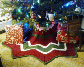 PATTERN CROCHET TREE SKIRT | Browse Patterns