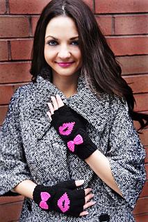 Be_my_valentine_fingerless_gloves_knitting_pattern_kiss_me_1_small2