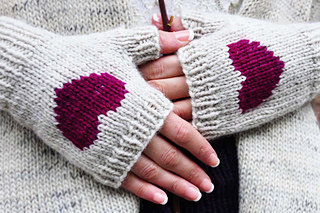Ravelry Quot Be My Valentine Quot Flirty Fingerless Gloves With