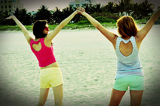Heart_cut_out_knitted_tank_tops_beach_small2
