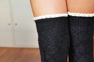Diamond_in_the_ruffle_cable_knit_over_the_knee_socks_knitting_pattern_4_small2