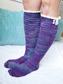Young_at_heart_cable_knit_knee_high_socks_with_lace_trim_1_small2