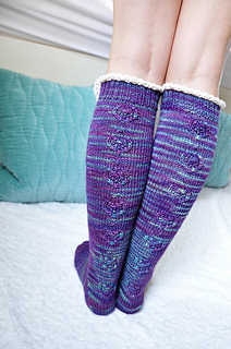 Young_at_heart_cable_knit_knee_high_socks_with_lace_trim_2_small2