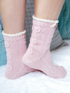 Young_at_heart_cable_knit_ankle_socks_with_lace_trim_3_small2