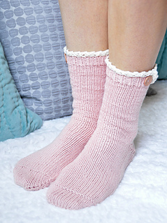 Young_at_heart_cable_knit_ankle_socks_with_lace_trim_1_small2