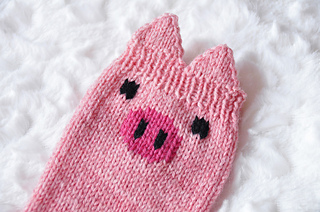 Pawsome_pals_knitted_pig_socks_with_ears_knitting_pattern_1_small2