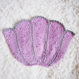 Girly_knits_knitted_bra_shell_small2