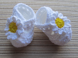 Daisy_booties_white_and_yellow_small2