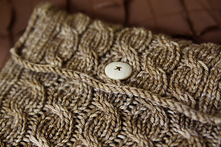 Cabled_ipad_sleeve_2_small2