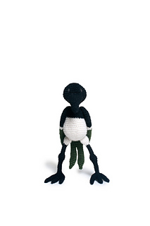 Crochet_magpie_bird_pattern_menagerie_small2