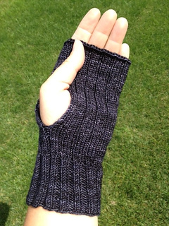 Ribbed_mitts_3_small2