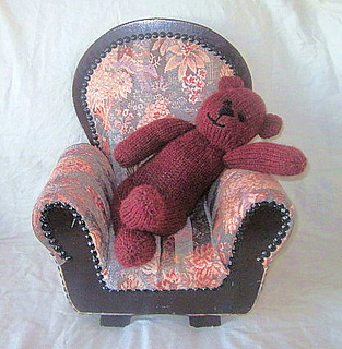 Handmade_by_suzanne_bear_baxter_chair_small2