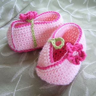 Ravelry: Kimono Flower Crocheted Baby Shoes pattern by ...