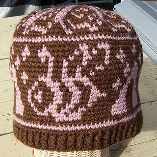 Plaingwithfiber_bee_hat_crochet_small2