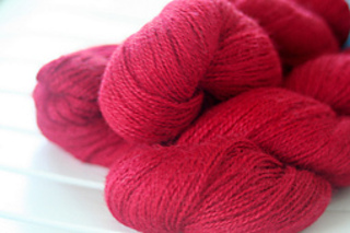 Red_yarn_small2