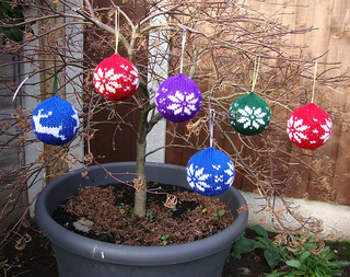 Tree_baubles2_small2