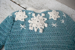 16-snowflake-baby-sweater-crochet09_small2