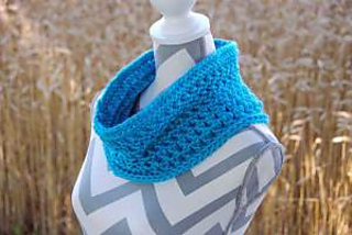 Crocheted-pebbled-texture-cowl-by-jeanne-steinhilber-2_small2