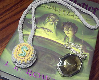 Locket_closed_small_small2