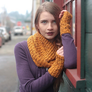 Corky_ave_tapered_cowl_cropped_small2