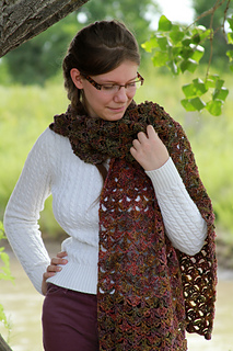 Just_be_happy_-_scarf_modeling__5__small2