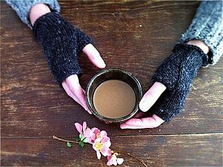 Karentempler_wabi_mitts_cup_small2