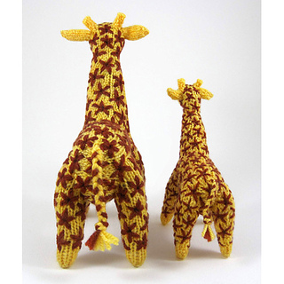 Knitted_giraffe_mother_and_baby_tails_small2