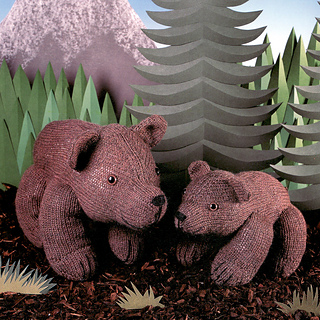 Knitted_grizzly_bear_mother_and_cub_small2