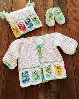 Pb198-owl-baby-layette-set-wood-background-optw_large_small2