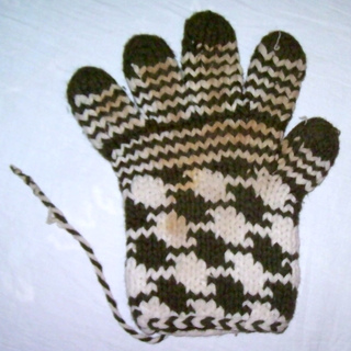 Houndstooth Knitting Pattern In The Round : Ravelry: Vintage Houndstooth Gloves pattern by Kayla Pins