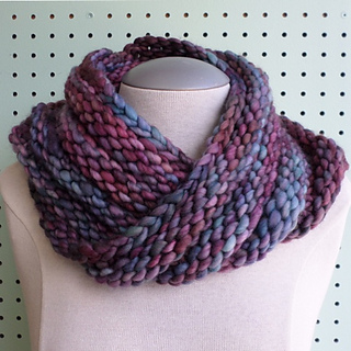 Free Knitting Pattern For Mobius Scarf : Ravelry: Bulky Mobius Cowl pattern by Haley Waxberg