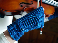 Kiltie Fingerless Mitts PDF