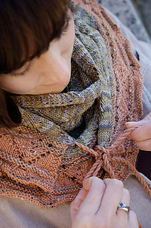 2046_phoebescarf_tying_small2